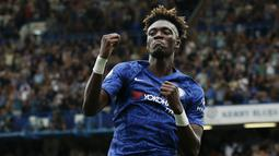1. Tammy Abraham (Chelsea) – Pemain muda asal Inggris ini menjadi striker andalan The Blues besutan Frank Lampard. Total 7 gol sudah Ia koleksi di Premier League musim ini. (AFP/Ian Kington)