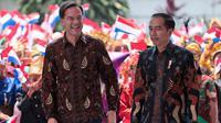 Presiden Joko Widodo atau Jokowi (kanan) berbincang dengan PM Belanda Mark Rutte (kiri) sebelum pertemuan di Istana Bogor, Jawa Barat, Senin (7/10/19). Pertemuan itu membahas kerja sama strategis antara Indonesia dan Belanda kedepan berdasarkan prinsip kemitraan komprehensif. (AP/Dita Alangkara)