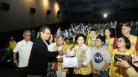 Nobar film Impian 1000 Pulau bersama 500 siswa-siswi masrasah Al Fakhiriyah, di CGV Blitz Slipi Jaya Jakarta. (Istimewa)