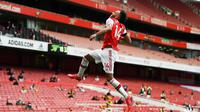 Striker Arsenal Pierre-Emerick Aubameyang merayakan gol ke gawang Norwich City pada laga Liga Inggris di Emirates Stadium, Rabu (1/7/2020) atau Kamis dini hari WIB. (AFP/Shaun Botterill)