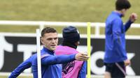 Bek Inggris, Kieran Trippier saat mengikuti sesi latihan di St George's Park, Burton upon Trent, Inggris, Senin (28/6/2021). Inggris akan bertanding melawan Jerman pada babak 16 besar Euro 2021 di Stadion Wembley. (AP Photo/Rui Vieira)