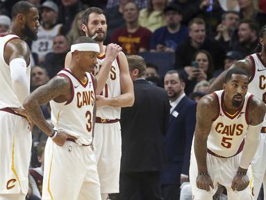 Ekspresi para pemain Cleveland Cavaliers usai kalah dari Minnesota Timberwolves pada laga NBA basketball game di Target Center, Minneapolis, (8/1/2018). Minnesota menang 127-99. (AP/Jim Mone)
