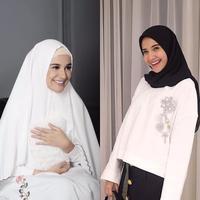 Hijab Shireen dan Zaskia Sungkar. (shireensungkar, zaskiasungkar15/instagram)