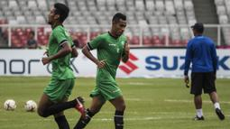 Pemain Timor Leste, Nidio Ricardo, berlari saat latihan di SUGBK, Jakarta, Senin (12/11). Latihan ini persiapan jelang laga Piala AFF 2018 melawan Timnas Indonesia. (Bola.com/Vitalis Yogi Trisna)