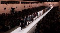 Fendi melansir koleksi fashion terbarunya yang bernafaskan urban. (Foto: Liputan6.com/ Fendi)