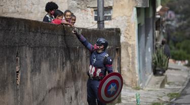 Aksi Captain America Berupaya Cegah Penularan COVID-19 pada Anak-Anak