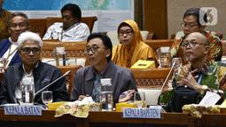 Kepala Badan Tenaga Nuklir Nasional (Batan), Anhar Riza Antariksawan dan Kepala Badan Pengawasan Tenaga Nuklir (Bapeten), Jazi Eko Istiyanto (kanan) memberikan paparan saat Rapat Dengar Pendapat dengan Komisi VII DPR di Kompleks Parlemen Jakarta, Kamis (20/2/2020). (Liputan6.com/Johan Tallo)