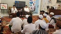 Aliansi Kiai Kampung Madura (Akma) diterima cawapres Ma'ruf Amin di kediamannya Jalan Situbondo, Menteng, Jakarta, Jumat (18/1/2019). (Liputan6.com/Ratu Annisaa Suryasumirat)