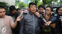 Anggota Komisi II DPR dari Fraksi Gerindra, Sarehwiyono usai diperiksa KPK, Jakarta, Jumat (22/7). Sarehwiyono diperiksa sebagai saksi terkait kasus dugaan suap yang melibatkan Rohadi. (Liputan6.com/Helmi Afandi)