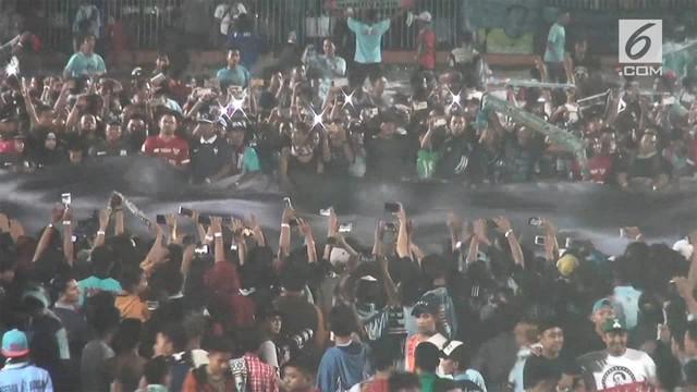 Pertadingan match tribute Choirul Huda ini digelar untuk menghormati Mediang Choirul Huda, karena dedikasi dan loyalitasnya