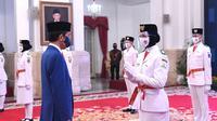 Presiden Joko Widodo mengukuhkan para pelajar SMA yang menjadi anggota Pasukan Pengibar Bendera Pusaka (Paskibraka) 2020. Pengukuhan tersebut berlangsung di Istana Negara, Jakarta, pada Kamis, 13 Agustus 2020. (Foto: Lukas - Biro Pers Sekretariat Presiden)