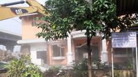 Salah satu bangunan yang dirobohkan dalam eksekusi lahan untuk Depo LRT Jabodebek di Kelurahan Jatimulya, Kecamatan Tambun Selatan, Bekasi, Jawa Barat, Kamis (12/3/2020). (Ist)