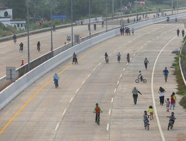 Berolahraga di Jalan Tol Tanpa Mengindahkan Protokol Kesehatan
