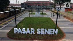Foto udara memperlihatkan suasana baru pedestrian di kawasan Stasiun Pasar Senen, Jakarta, Kamis (18/6/2020). Akses khusus pejalan kaki ini berada di kawasan plaza atau pintu tengah Stasiun Pasar Senen untuk memfasilitasi masyarakat berganti moda transportasi. (Liputan6.com/Helmi Fithriansyah)