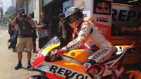 Pebalap Repsol Honda, Marc Marquez, optimistis menjuarai balapan MotoGP Austria setelah merebut pole position, Sabtu (12/8/2017). (Twitter/Repsol Honda)