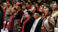 Presiden Joko Widodo (dua kiri) bersama Wapres Jusuf Kalla (kiri), Ketum PDIP Megawati Soekarnoputri (tengah), Ketum Partai Gerindra Prabowo Subianto (kanan), dan wapres terpilih Ma'ruf Amin (dua kanan) saat menghadiri Kongres V PDIP di Bali, Kamis (8/8/2019). (Liputan6.com/JohanTallo)