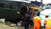 Bus TNI tabrakan di Puncak, Bogor (Achmad Sudarno/Liputan6.com)