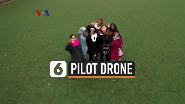 Seorang wanita muda pembuat video di AS membentuk komunitas perempuan penggemar pesawat tanpa awak atau drone. Komunitas online ini sudah memiliki 30 ribu anggota lebih yang saling berbagi video dan juga membantu sesama perempuan mempersiapkan diri m...