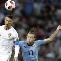 Gagal bawa Portugal meraih juara di Piala Dunia 2018, Cristiano Ronaldo jadi bahan meme kocak di dunia maya. (Foto: AP/Andrew Medichini)