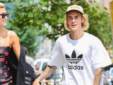 Justin Bieber ingin secepatnya menikahi Hailey Baldwin. Senada dengan itu, Hailey pun setuju dengan apapun rencana Justin Bieber. (Us Weekly)
