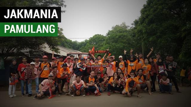 Berita video Angga Fraceka ketua gunung Sindur sub Pamulang, merekam persiapan keberangkatan para Jakmania ke Stadion Utama Gelora Bung Karno untuk menyaksikan Persija melawan Mitra Kukar, Minggu (9/12/2018).