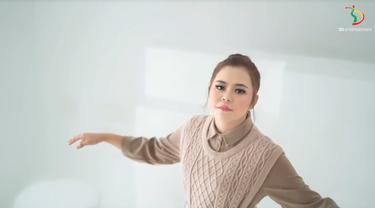 Selfi Yamma Kembali Merilis Single Kedua Berjudul Tak Pantas. sumberfoto: 3dentertainment