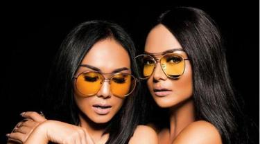 5 Beda Gaya Krisdayanti dan Yuni Shara Tanpa Makeup, Cantik Natural