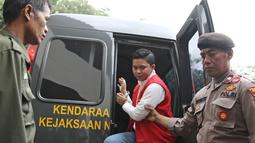 Komisaris First Travel Kiki Hasibuan tiba di Pengadilan Negeri Depok, Jawa Barat, Senin (21/5). Majelis hakim memutuskan melanjutkan sidang bos First Travel dengan agenda pembacaan putusan pada Rabu (30/5/2018). (Liputan6.com/Herman Zakharia)