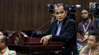 Ahli dari TKN Prof Edward Omar Syarief Hiariej saat memberi keterangan selama sidang lanjutan sengketa Pilpres 2019 di Gedung MK, Jakarta, Jumat (21/6/2019). Pokok keterangan yang disampaikan Edward terkait TSM dalam konteks UU Pemilu sebagaimana UU Nomor 7 Tahun 2017. (Liputan6.com/Johan Tallo)