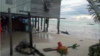 Abrasi pantai mengancam penduduk Kepulauan Balak-balang Kabupaten Mamuju Sulawesi Barat (Sulbar). (Liputan6.com/Abdul Rajab)