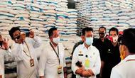 Mentan Syahrul Yasin Limpo saat berkunjung ke pabrik pupuk di Indramayu. Foto (Liputan6.com / Panji Prayitno)