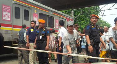 Tabrakan Maut KRL vs Metromini Angke