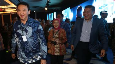 Komisaris Utama Pertamina (Persero) Basuki Tjahaja Purnama (kiri) menghadiri pembukaan Pertamina Energy Forum 2019 di Jakarta, Selasa (26/11/2019). Kehadiran Basuki yang biasa disapa Ahok tersebut menjadi perhatian dalam pembukaan acara tersebut. (merdeka.com/Imam Buhori)