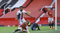 Pemain Crystal Palace, Andros Townsend mencetak gol ke gawang Manchester United pada pekan kedua Liga Inggris 2020/2021. (Richard Heathcote/Pool via AP)