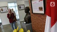 Pengunjung melihat diorama sejarah pahlawan prempuan di Museum Kebangkitan Nasional, Jakarta, Minggu (22/12/2019). Pameran ini dalam rangka memperingati Hari Ibu yang berlangsung dari 22 desember 2019 - 22 januari 2020. (Liputan6.com/Herman Zakharia)