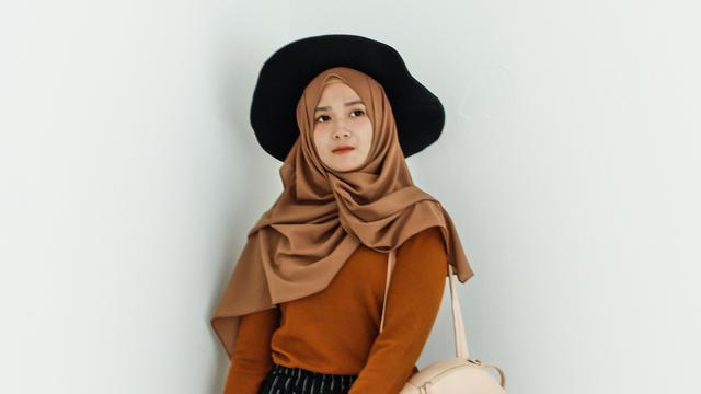 Cara Menggunakan Hijab Saudia Segi Empat