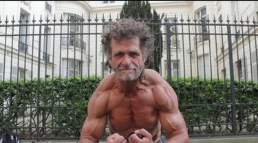 Pada umumnya gelandangan identik dengan tubuh kurus dan tidak terurus. Namun, hal tersebut tidak berlaku bagi Jacques Sayagh.