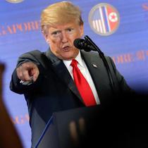 Donald Trump menggelar konferensi pers setelah pertemuan bersejarah dengan Kim Jong-un di Singapura (AP/Wong Maye)