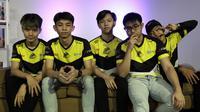 Tim ONIC Esports saat mengunjungi kantor redaksi Liputan6.com di Jakarta, Kamis (8/5). (Bola.com/Yoppy Renato)