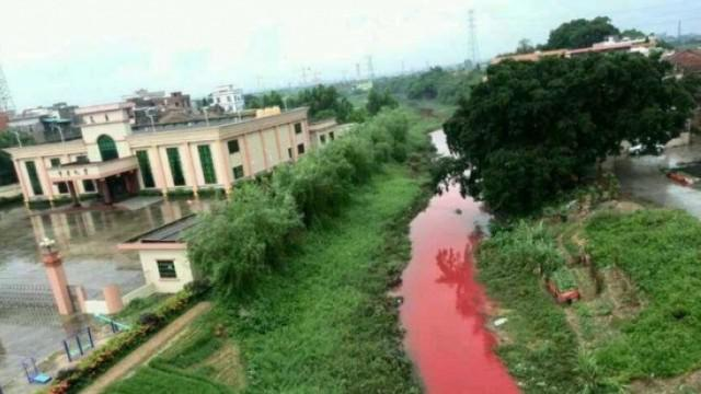 Sungai di Kediri berubah warna jadi merah darah. Warga sempat merinding. Dan KPK menutarakan bahwa belum ada indikasi korupsi di kasus sumber waras.