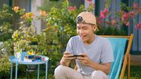 Bintang Emon menebak tipe orang saat memilih smartphone (Foto: Samsung Electronics Indonesia).