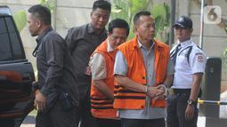 Mantan Ketua Komisi III DPRD Jambi Zainal Abidin dan Mantan Anggota Fraksi Partai Demokrat DPRD Jambi Effendi Hatta tiba di Gedung KPK, Jakarta, Senin (14/10/2019). Zainal  dan Hatta diperiksa sebagai tersangka terkait kasus dugaan menerima suap pengesahan APBD 2017-2018. (merdeka.com/Dwi Narwoko)