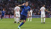 Federico Chiesa - Gelandang muda ini sukses membayar kepercayaan pelatih Roberto Mancini yang memasangnya sejak awal laga. Kontribusi terbesarnya adalah mencetak gol cantik di menit 60 yang membuat Italia unggul 1-0 atas Spanyol. (Foto:AP/Carl Recine)