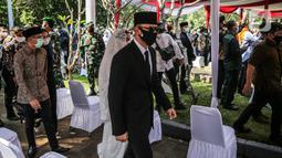 Ketua Umum Partai Demokrat Agus Harimurti Yudhoyono (AHY) saat menghadiri pemakaman mantan KSAD Jenderal TNI (Purn) Pramono Edhie Wibowo di TMP Kalibata, Jakarta, Minggu (14/6/2020). (Liputan6.com/Faizal Fanani)