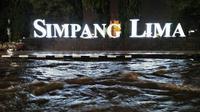Kawasan Simpang Lima Semarang kedalaman air hingga satu meter. (foto: Liputan6.com / Rojab / Edhie Prayitno Ige)