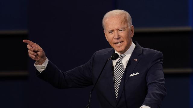 Calon presiden dari Partai Demokrat, Joe Biden, memberi isyarat saat berbicara selama debat capres AS 2020 pertama pada Selasa (29/9/2020), di Case Western University dan Cleveland Clinic, Cleveland, Ohio. (Foto AP / Patrick Semansky)