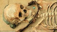 Kerangka Berkalung Arit, 'Kuburan Vampir' Abad ke-17 Ditemukan (Daily Mail)