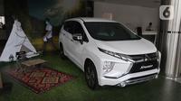 Unit mobil baru berada di salah satu showroom penjualan Mitsubishi kawasan Mampang, Jakarta, Senin (19/10/2020). Hal tersebut memang diharapkan mampu menstimulus pasar roda empat di Tanah Air, yang terdampak karena pandemi virus Corona Covid-19. (Liputan6.com/Herman Zakharia)
