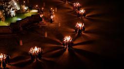 Penampilan para penari dalam Festival Salzburg di Kota Salzburg, Austria (22/7). Festival yang digelar setiap tahun ini menarik sekitar 70.000 penggemar budaya ke pusat kota bersejarah Salzburg. (Barbara Gindl/APA/AFP)