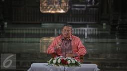 Mantan Presiden RI Susilo Bambang Yudhoyono (SBY) memberikan kata sambutan di kediaman pribadinya Puri Cikeas, Bogor, Kamis (27/8/2015). Di Puri Cikeas, SBY mengundang para pimimpin media dalam acara silaturahmi. (Liputan6.com/Faizal Fanani)